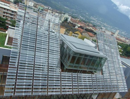 The BIPV system is highly visible as a key element in the whole building composition (FAR System Srl)