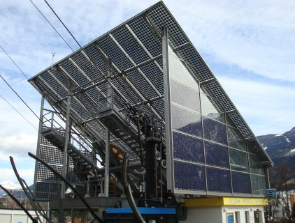The ropeway station roofs were optimally tilted (30°) for the photovoltaic integration (Eurac Research)