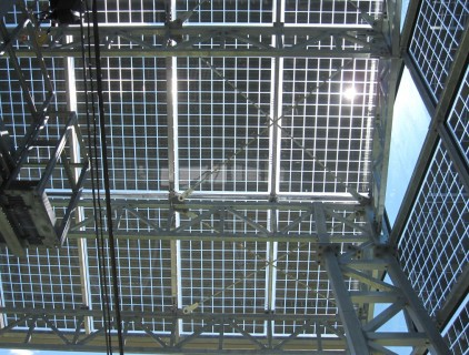 Detailed view of the glass modules mounting structure (Leitner Electro Srl)