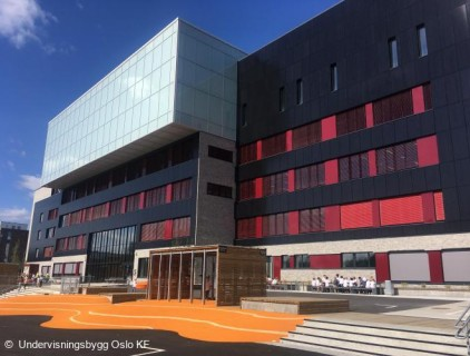 Red coloured elements were added by the architect to break up the black façade © Undervisningsbygg Oslo KF